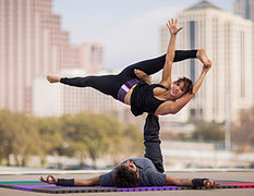 Acroyoga-hangle-dangle